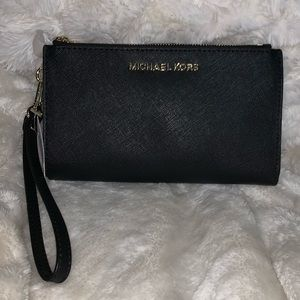 MICHAEL KORS Black Leather Wristlet Wallet